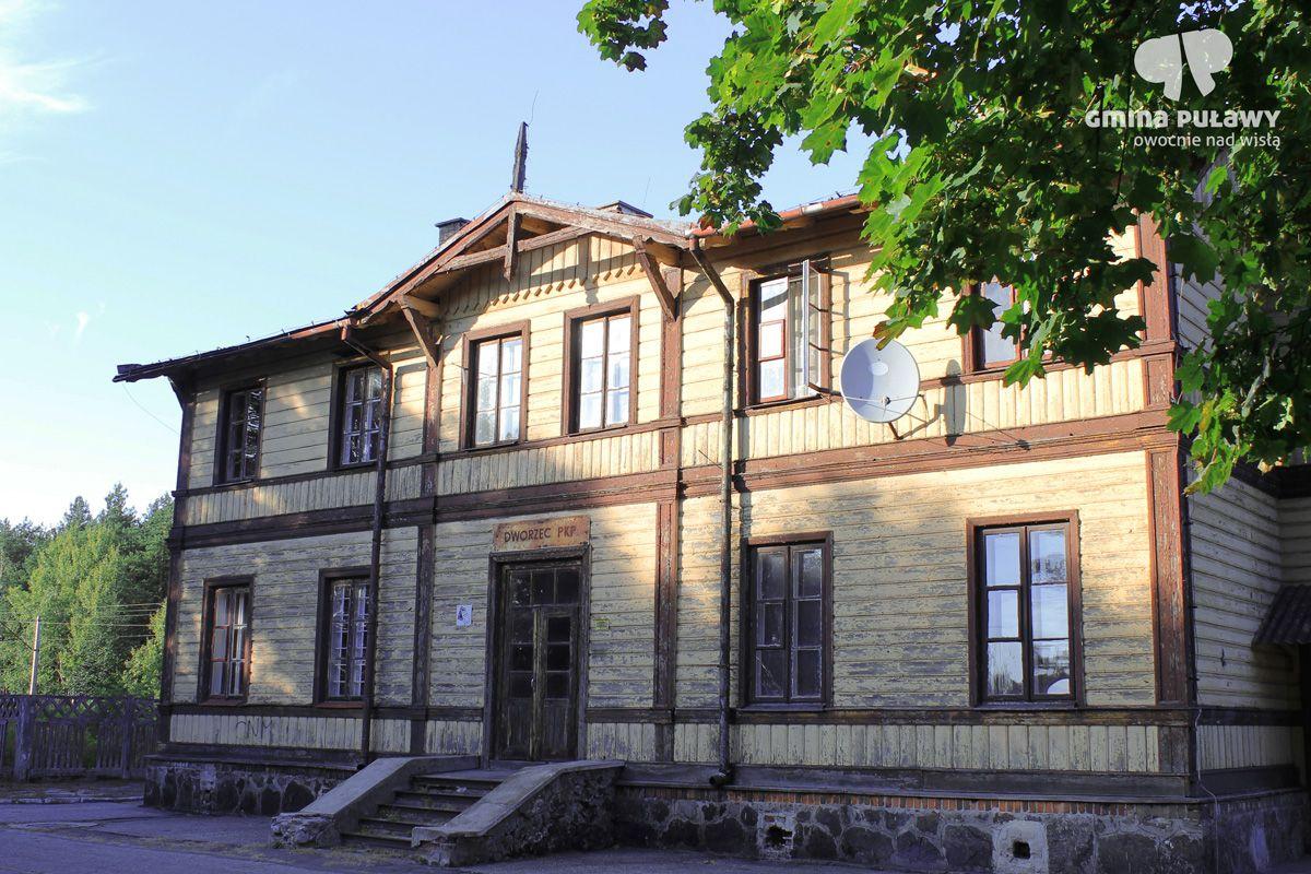 Budynek dworca Kolei Nadwiślańskiej w Gołębiu